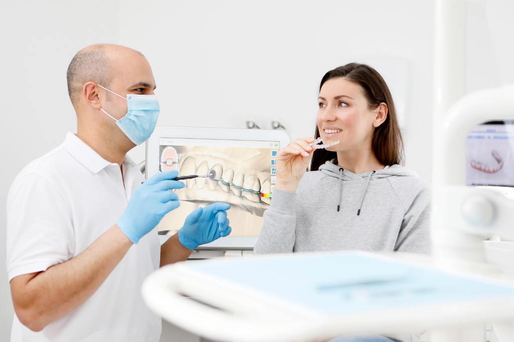 Invisalign Hürth Zahnspange für Erwachsene